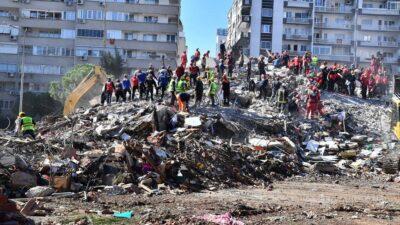 İzmir'de can kaybı 100'ü geçti