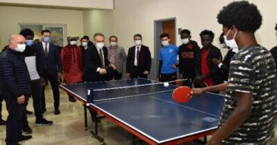 Mahsur kalan gençler sporla moral buldu